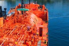 Röd smält oljagastankfartyg Royaltyfri Fotografi