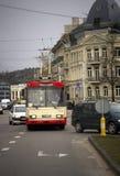 Röd spårvagnfron i Vilnius, Litauen Arkivbild