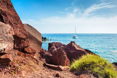 Röd strand på den Santorini ön, Grekland Royaltyfria Foton