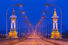 3rd thailändskt - laotisk kamratskapbro i Nakhon Phanom Thailand på natten Arkivbild