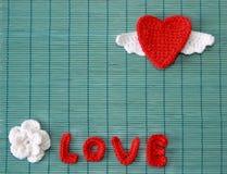 Röd virkad hjärta Arkivfoto