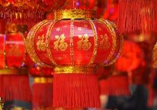 Röda lyktor, röda firecrackers, röd peppar som är röd alla, röd kinesisk fnuren, rött paket Vårfestivalen är kommande Arkivbilder