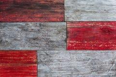 Röda och gråa grungy wood plankor Arkivfoto