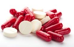 Röda och vita mediciner Royaltyfri Bild