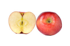 Röda äpplen för helhet och för halvt snitt med stammen på vit Royaltyfri Fotografi