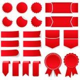 Röda prislappar och klistermärkear Arkivfoton