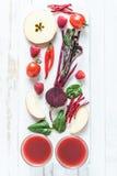 Röda sunda smoothieingredienser Arkivfoton