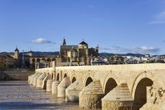 Rdoba van Roman Bridge en Mezquita Catedral DE CÃ ³, Andalucia, Spanje Royalty-vrije Stock Afbeeldingen