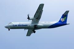 RDPL-34176 ATR72-500 de Lao Airline Imagem de Stock Royalty Free