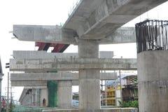 Réduisez la vue en fragments de la route sous la reconstruction à Bangkok, Thail Image stock
