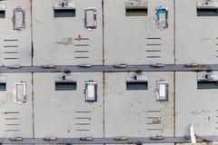 Rdzewieć stare gabinetowe szafki, zamykają up Fotografia Stock