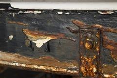 Rdzewiejąca metal praca na łódkowatej łusce Fotografia Stock