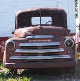 Rdzewiejąca Out Antykwarska Fargo ciężarówka Obraz Royalty Free