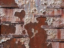 Rdzewiejąca Szkotowego metalu pomnika ściana zdjęcia stock