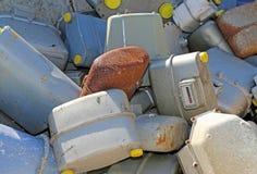Rdzewiejący benzynowi kontuary w dodatku specjalnym marnotrawią wysypisko w Wschodnim Europie fotografia stock