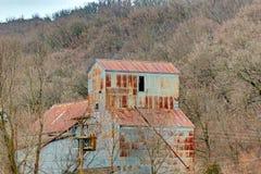 Rdzewiejący dach Zaniechana Zbożowa winda zdjęcia royalty free