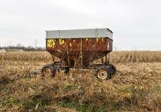 Rdzewiejący rolny wyposażenie na chmurnym zima dniu Zdjęcie Stock