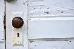 Rdzewiejący Stary Keyhole i Doorknob obraz stock