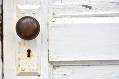 Rdzewiejący Stary Keyhole i Doorknob fotografia royalty free