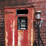 rdzewiejąca benzynowa stara pompa Obraz Royalty Free