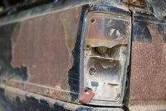 Rdzewiejący samochodowy stary pickup w parking Zdjęcie Stock