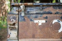 Rdzewiejący samochodowy stary pickup w parking Zdjęcia Stock