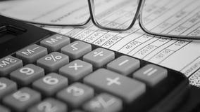 Reçu sur le paiement des utilités et de la calculatrice Photo libre de droits