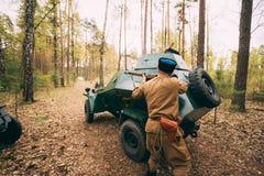 Re-enactor vestido como o soldado soviético da infantaria do exército vermelho do russo Imagem de Stock