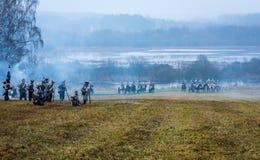 Re-enactors en el campo de batalla del rodaballo para la reconstrucción de la batalla 1812 del río de Berezina, Bielorrusia Imágenes de archivo libres de regalías
