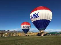 RE-MAX Balloons an einem Park Lizenzfreie Stockfotos