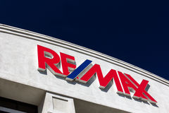 RE/MAX Building Exterior royaltyfri fotografi