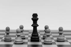 Re negli scacchi è caduto a parecchi pegni Fotografie Stock Libere da Diritti