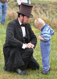 Re-promulgación-Abe y niño de la guerra civil Imágenes de archivo libres de regalías