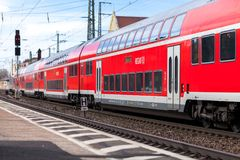 RE Regionale Sneltrein van de passenstation van Deutsche Bahn fuerth in Duitsland Stock Foto's