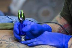 Re tatuaje que entinta en curso imagen de archivo libre de regalías
