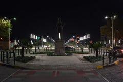 Re Zog Statue ed il nuovo boulevard di Tirana fotografie stock