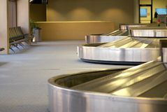 Área da bagagem em um aeroporto Fotografia de Stock