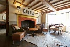 Área de assento vazia no bar do hotel elegante Imagens de Stock Royalty Free