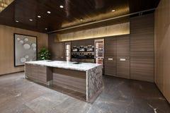 Área de la cocina con el piso de mármol Imágenes de archivo libres de regalías