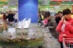 Área de los crustáceos del supermercado Fotografía de archivo