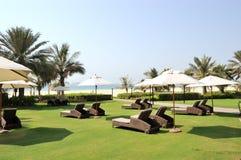 Área de reconstrucción y playa del hotel de lujo Imagenes de archivo