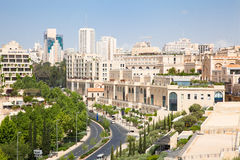 ?rea velha pr?xima de um quarto moderna da cidade de Jerusalem. Imagens de Stock