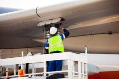 Reabastecendo os aviões Imagem de Stock Royalty Free