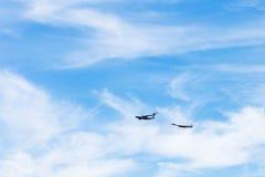 Reabastecimento do ar do avião estratégico do bombardeiro Imagem de Stock