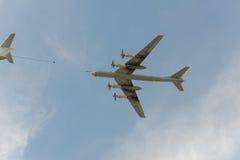 Reabastecimento do avião Fotografia de Stock