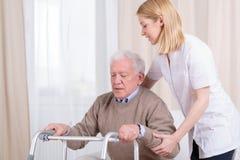Reabilitação no lar de idosos foto de stock