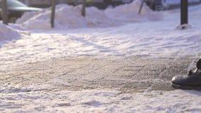 Reactivo de descongelación Sprinkle al hielo en el invierno MES lento metrajes