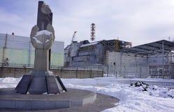 Reactor #4 y el monumento de Chernóbil Fotos de archivo