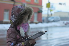 Read a book in the city Stock Photography
