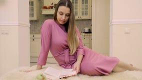 read książkowa domowa kobieta zdjęcie wideo